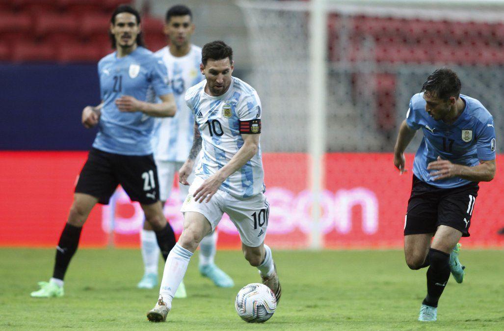 Argentina enfrenta a Paraguay por la clasificación a cuartos de final de Copa América.