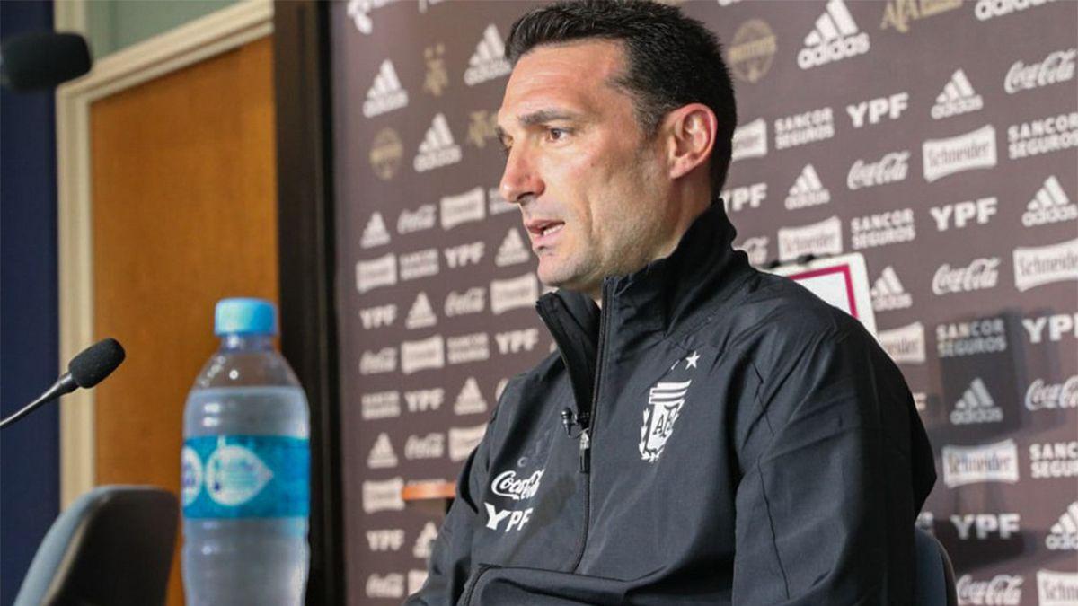 Lionel Scaloni en conferencia de prensa.