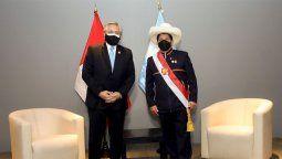 El presidente Alberto Fernández participó ayer en Lima de la asunción del nuevo mandatario de Perú, Pedro Castillo, con quien también mantuvo un encuentro bilateral.