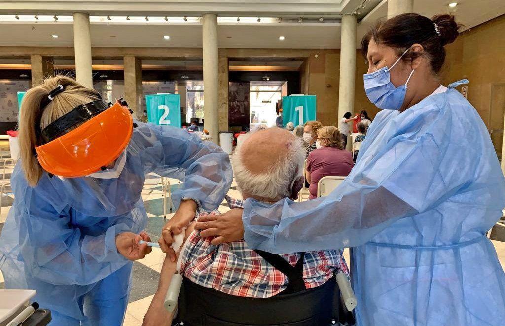 Córdoba: los mayores de 60 podrán asistir sin turno a recibir la segunda dosis
