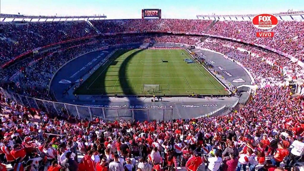 Lammens asegura que tomarán medidas correctivas para garantizar el aforo permitido en el fútbol