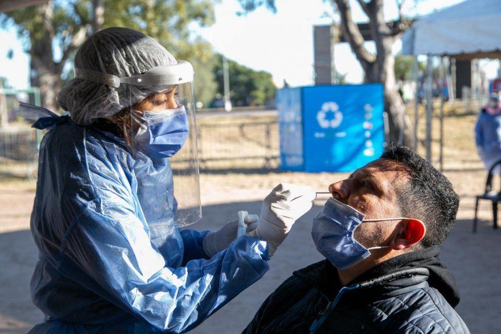 En Córdoba se reportaron 28 muertos y 2.715 nuevos casos de coronavirus.