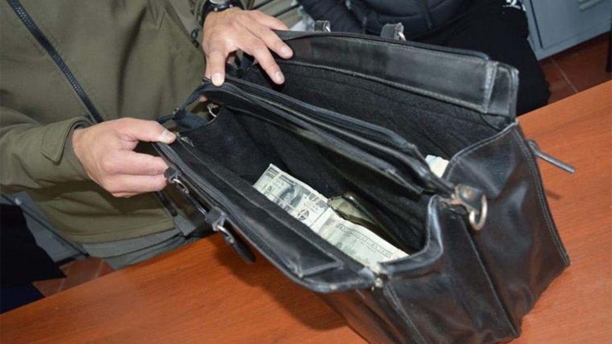 Dos personas iban a Capital Federal con un millón de dólares en el baúl