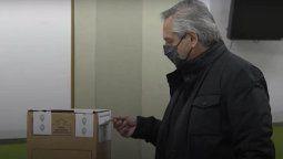En la imagen se observa una suerte deroturaen la faja superior que cierra la urna, lo que fue constatado por personal del juzgado electoral a cargo deMaría Servini.