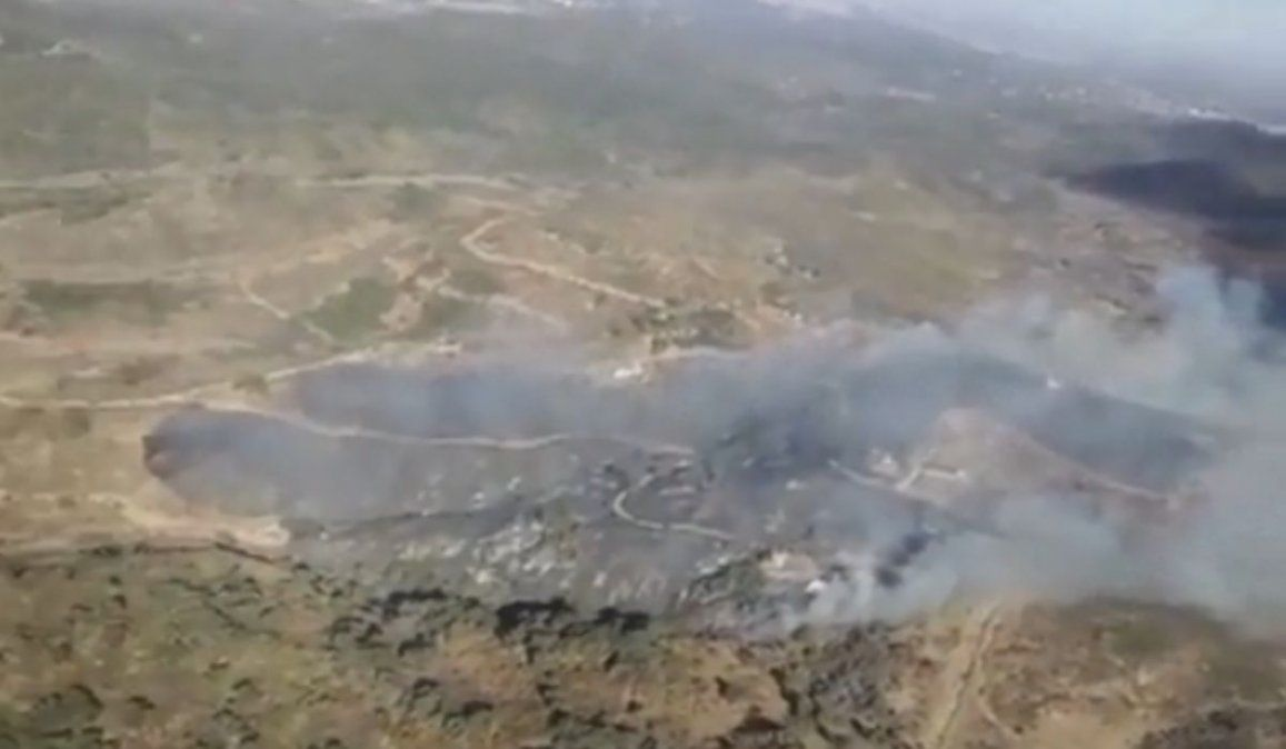 Bomberos combaten un incendio en Salsipuedes