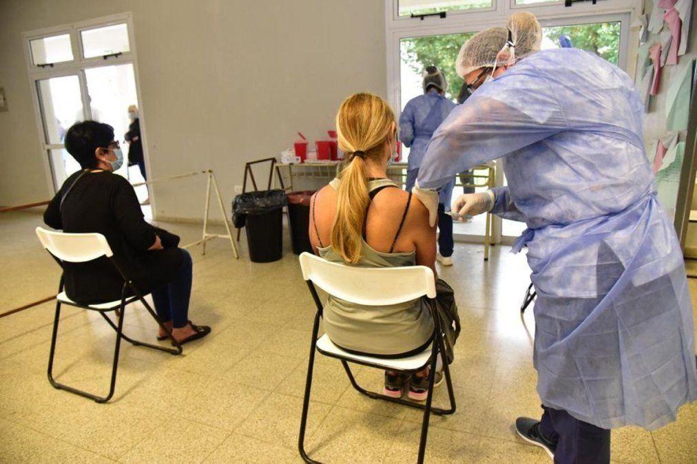 Córdoba recibió una partida de 60.000 dosis de vacuna Sinopharm