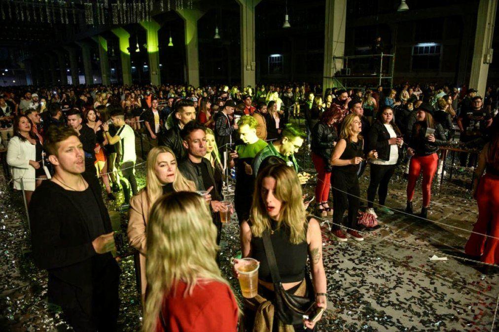 Sin protocolos: así fue la noche cordobesa según los jóvenes