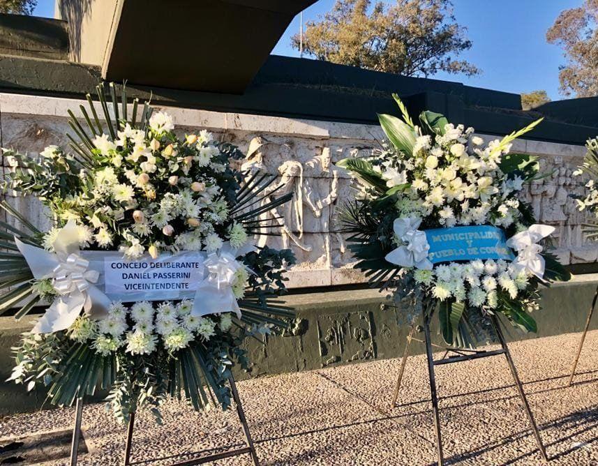 La Municipalidad de Córdoba y el Concejo Deliberante rindieron homenaje al General Manuel Belgrano con arreglos florales.