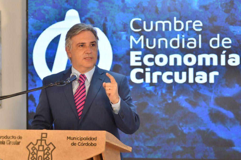 Llaryora en la presentación de la cumbre de la Economía Circular.