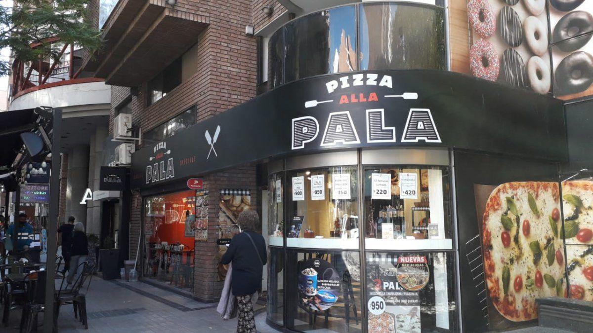 El hecho sucedió en una pizzería de Nueva Córdoba: le robaron el celular y se transfirieron 100 mil pesos de su cuenta.