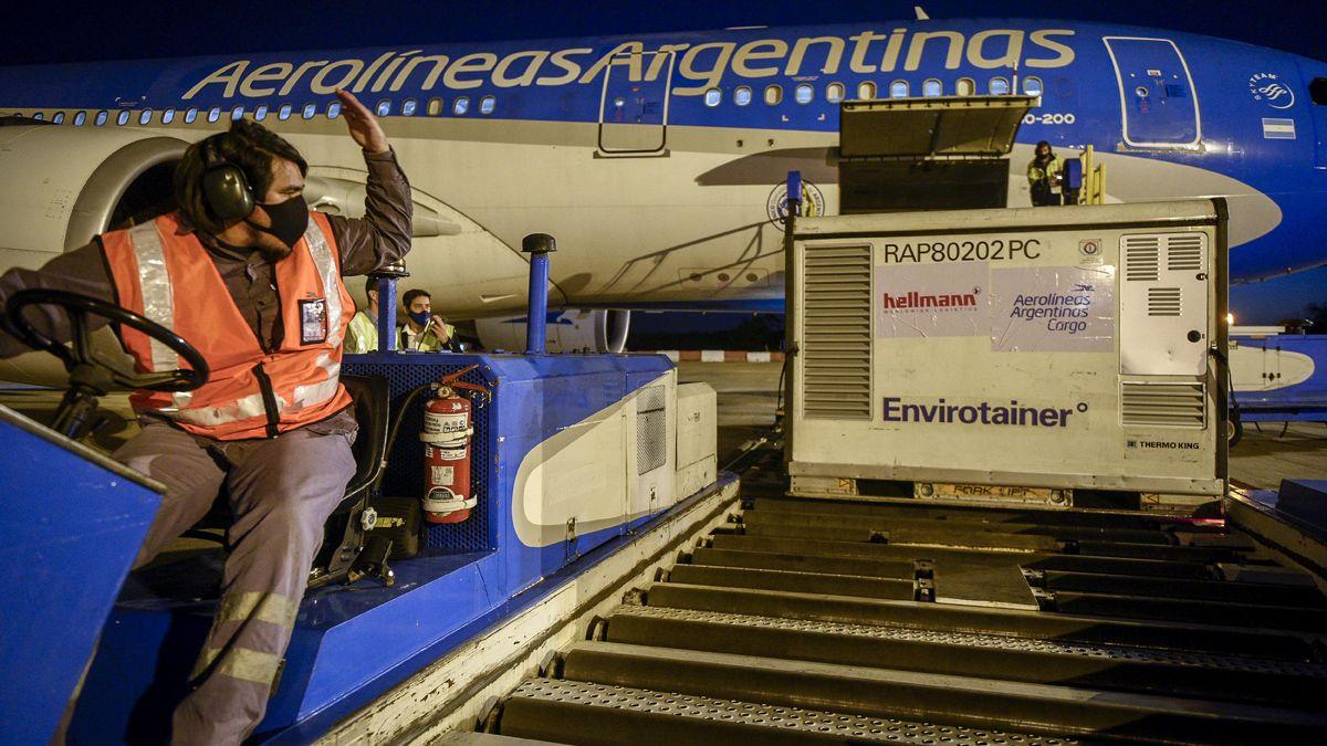 Aerolíneas Argentinas envió dos aviones a Beijing en busca de vacunas.