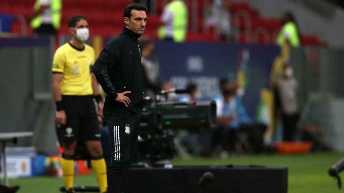 Scaloni tiene dos bajas y cuatro dudas para la formación de Argentina ante Paraguay.