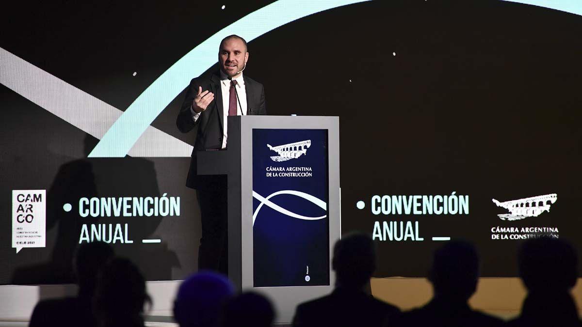Martín Guzmán disertó ante la Convención de la Cámara Argentina de la Construcción.