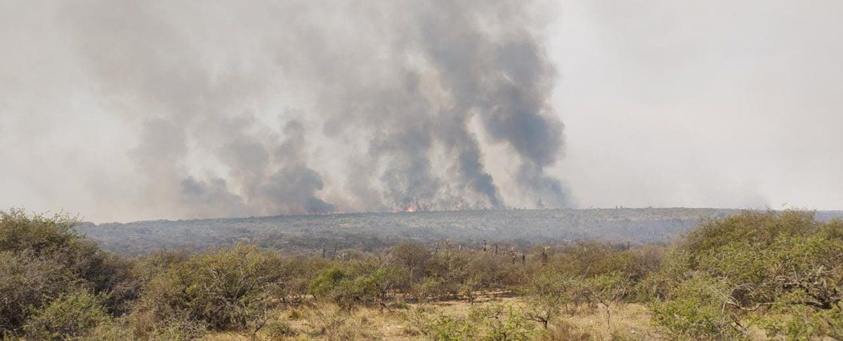 Continúa la lucha contra el fuego en el norte de Córdoba