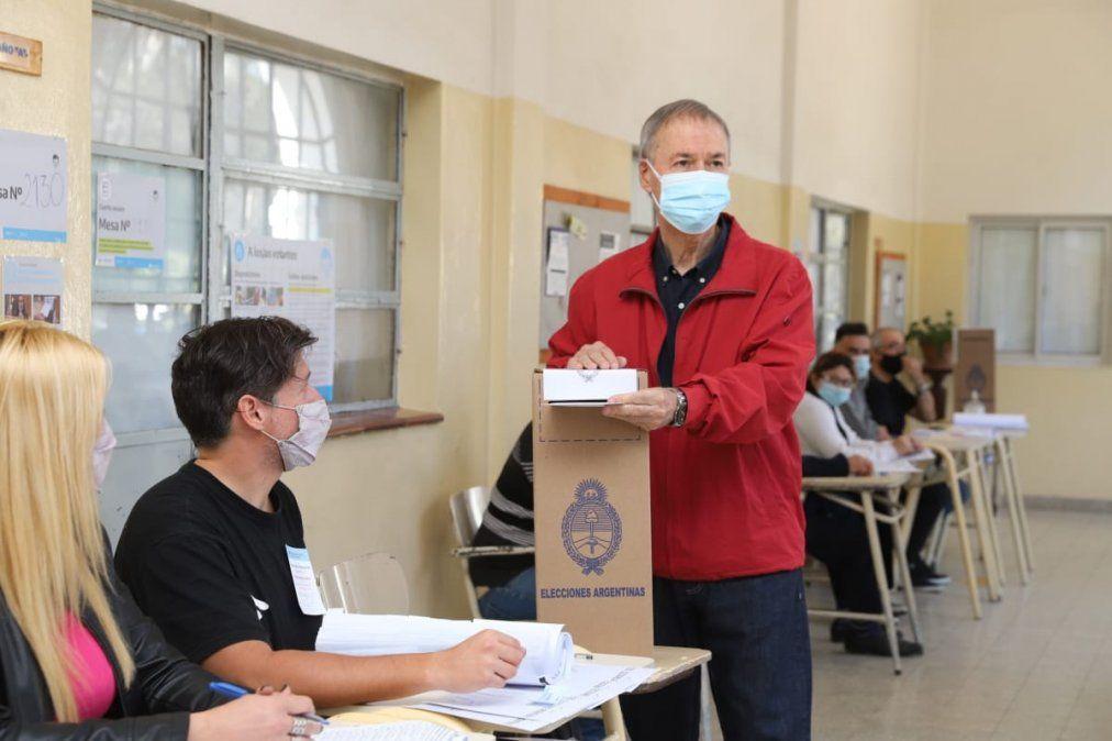Schiaretti y varios precandidatos ya votaron en Córdoba
