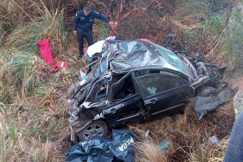 Altas Cumbres: dos personas murieron al desbarrancarse un auto