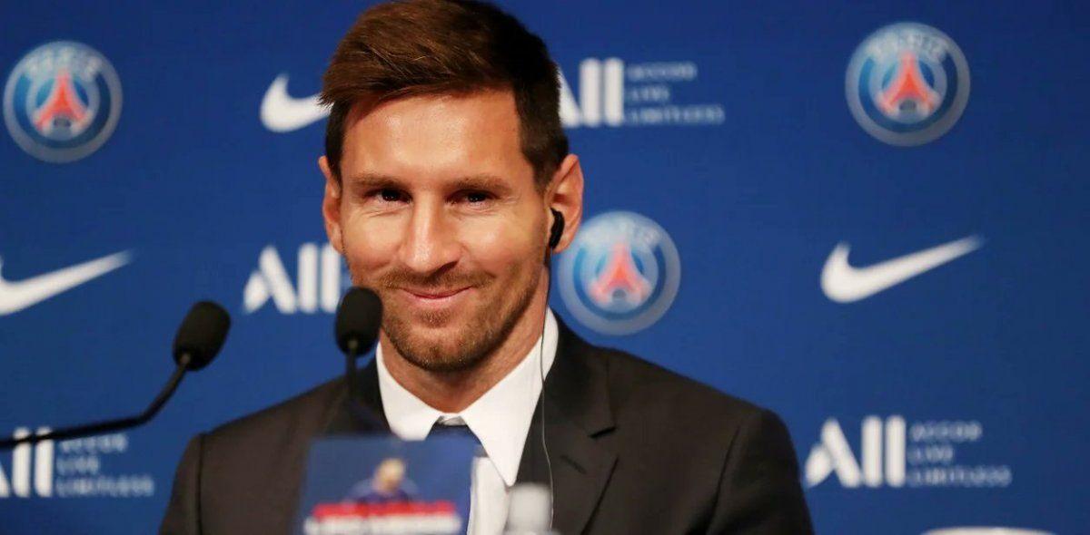 Messi fue presentado en el PSG ante la euforia de una multitud