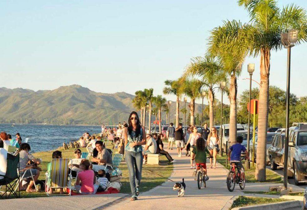 La costanera de Carlos Paz se volverá a llenar de turistas.