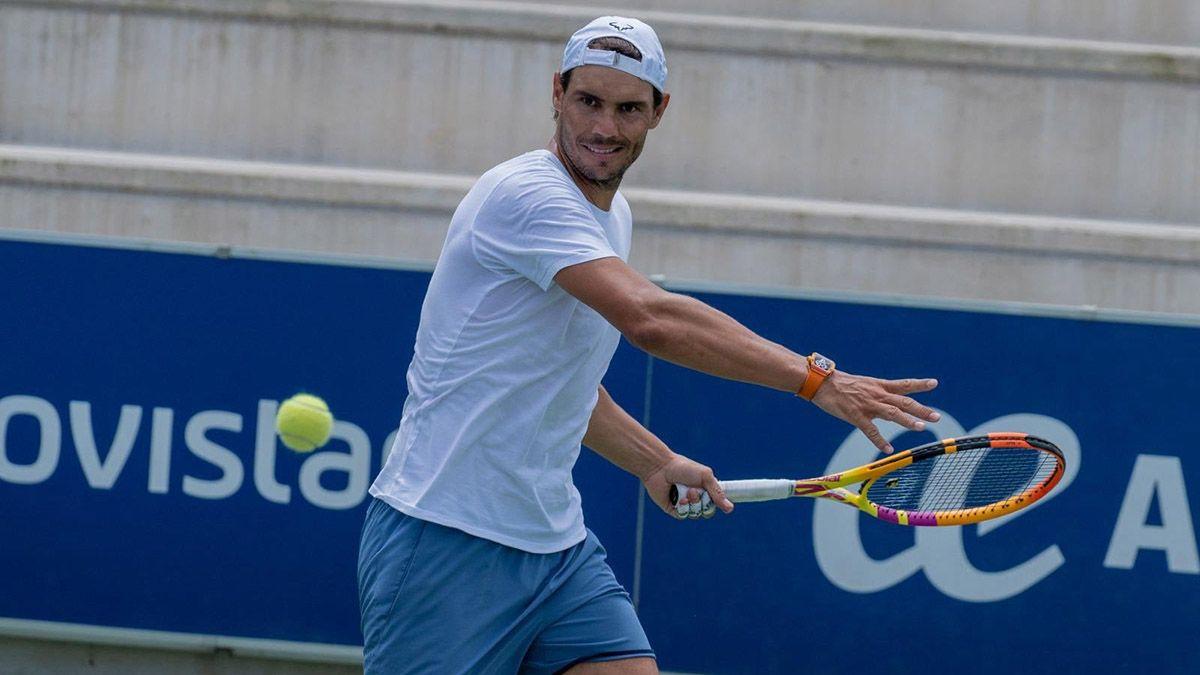Rafael Nadal comunicó que no regresará a la competencia hasta 2022.