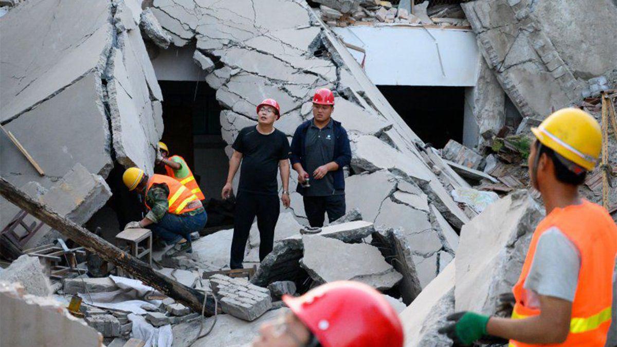 Se derrumbó un hotel en China: al menos un muerto y diez desaparecidos