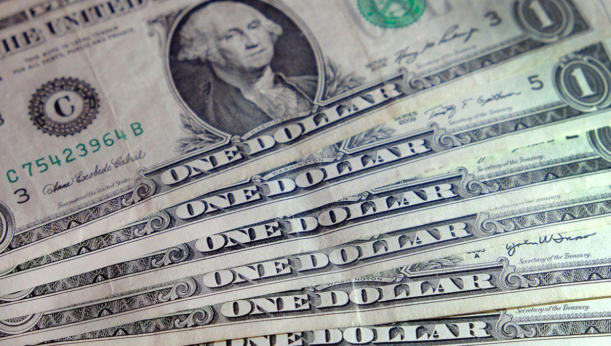 El dólar blue tocó un récord en el año y el Banco Central vendió USD 90 millones