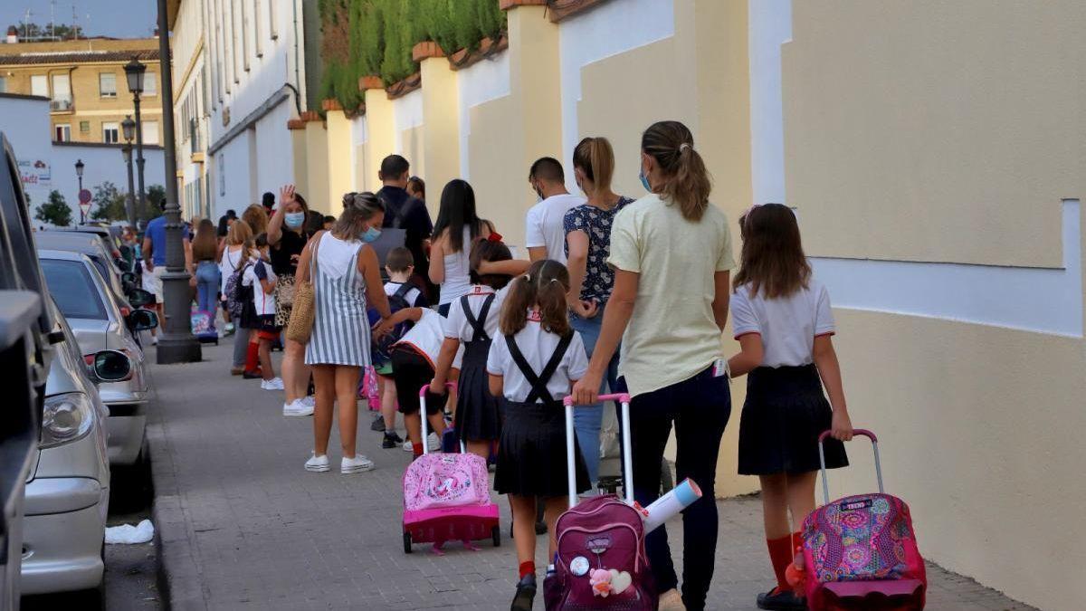 Volvieron las clases presenciales, reuniones sociales y familiares en Córdoba