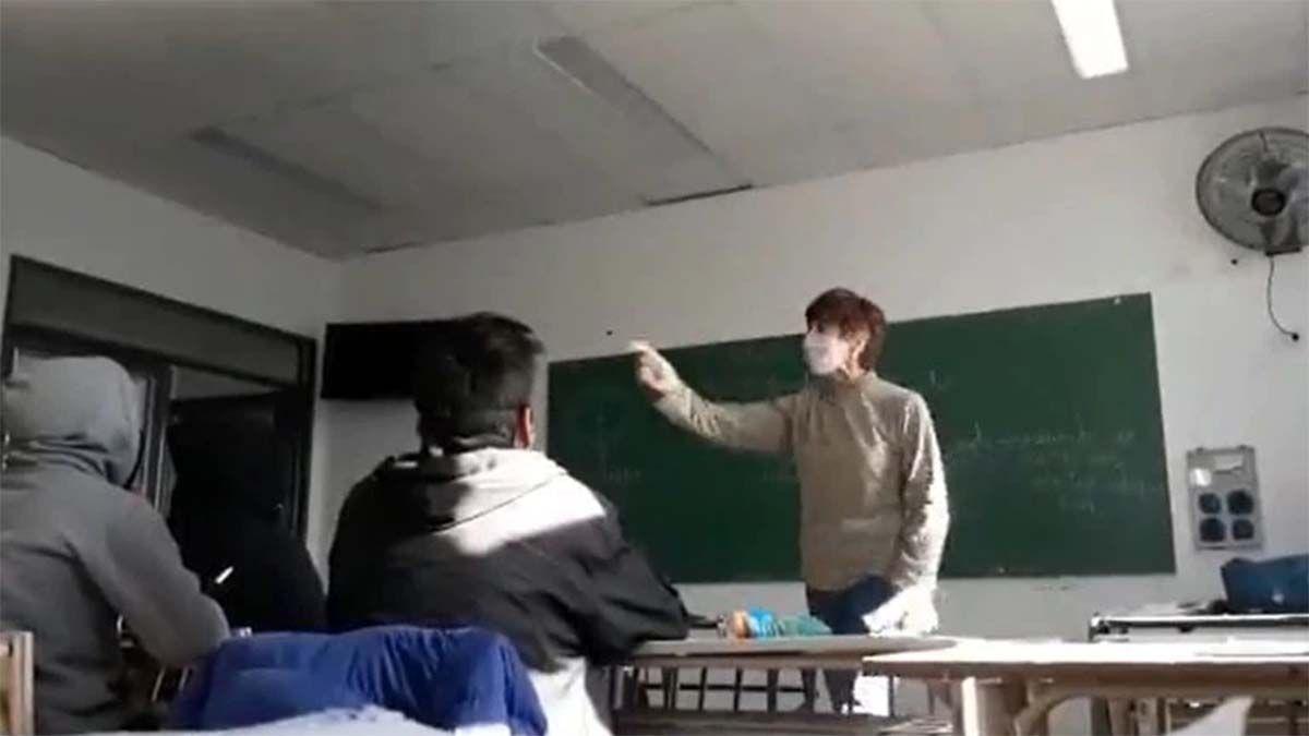 El video viral de una docente que increpa a un alumno por cuestionar al kirchnerismo