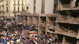 A 27 años del atentado a la AMIA, los políticos cordobeses recordaron a través de distintos mensajes a las víctimas y familiares y reclamaron por memoria y justicia.