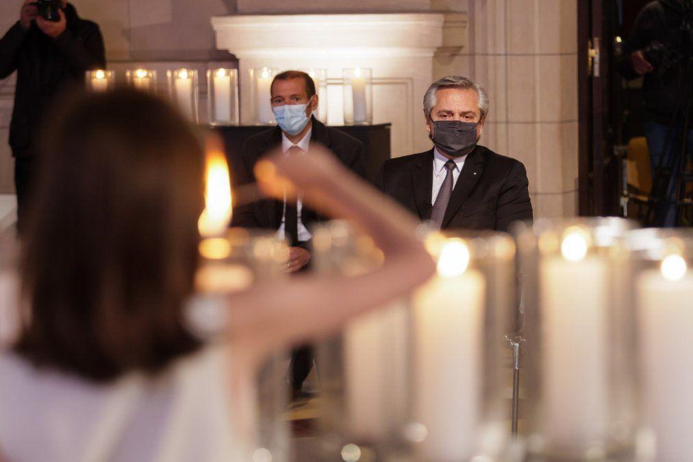 Políticos cordobeses se expresaron en las redes por el homenaje que encabezó Alberto Fernández a las víctimas del coronavirus.