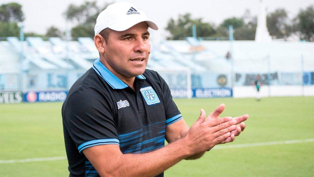 Gerardo Acuña deja la conducción técnica de Estudiantes.