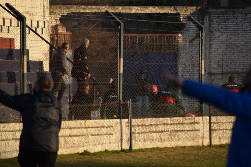 Suspendieron los estadios de Bella Vista y Las Palmas tras los incidentes