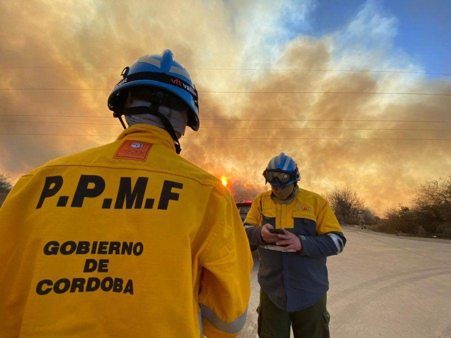 Contienen el incendio que se desarrolla cerca de La Perla
