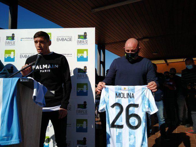 Jamás en mi vida imaginé algo así, dijo Nahuel Molina al recibir un homenaje en Embalse