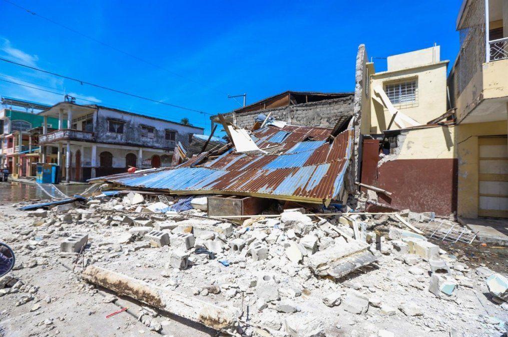 Haití: 1.297 muertos y cientos de personas atrapadas entre los escombros