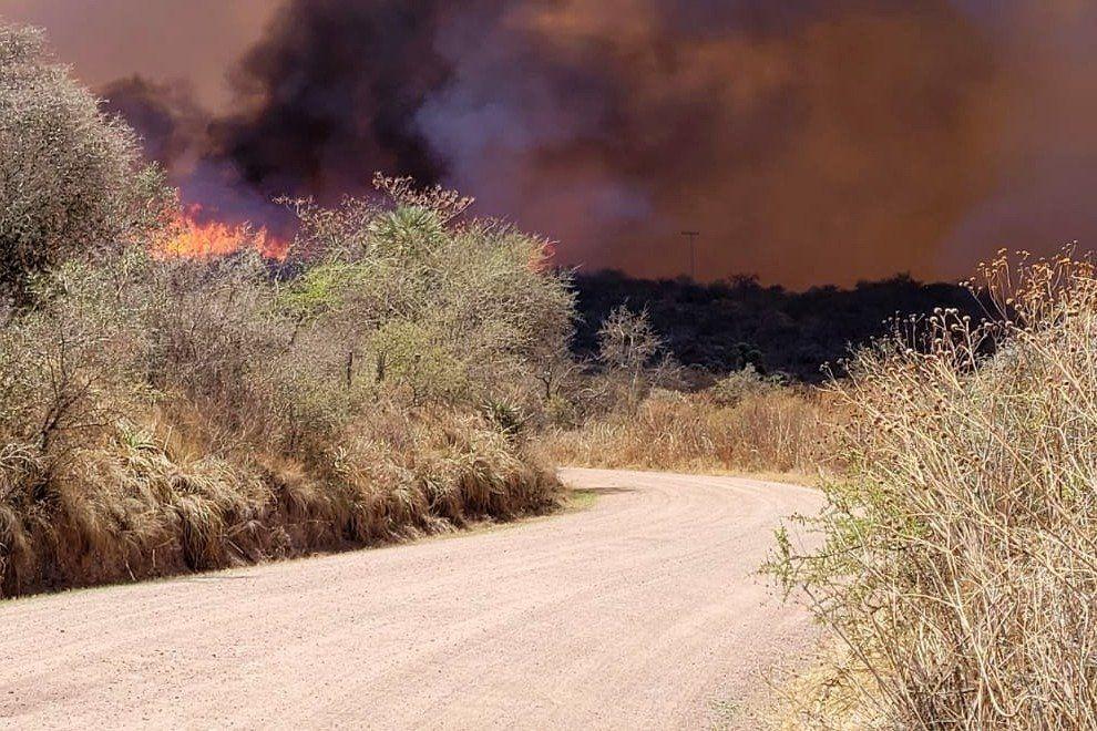 Tres focos de incendio siguen activos en el norte de Córdoba