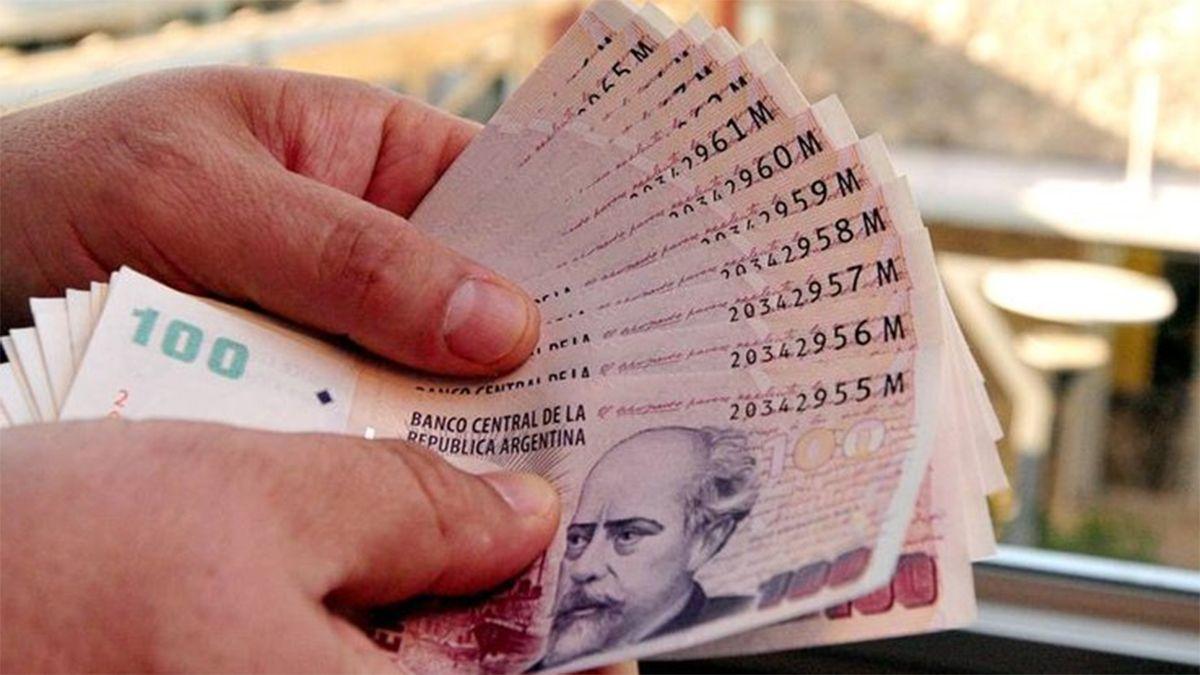 Por la inflación, el Gobierno adelantó a septiembre las subas del Salario Mínimo