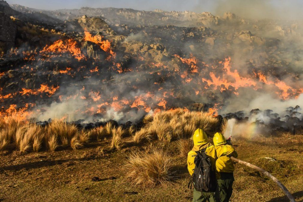 La Calera: bomberos lograron controlar dos incendios