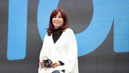 La vicepresidenta Cristina Fernández de Kirchner afirmó hoy que la estabilidad y la previsibilidad no sólo debe ser para los que invierten, sino también para los consumidores