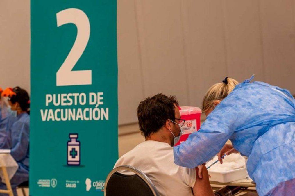 Continúa la vacunación combinada en Ciudad Universitaria.
