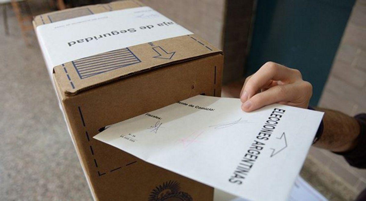 Los cordobeses van a las urnas aunque no deciden aún a quien votar