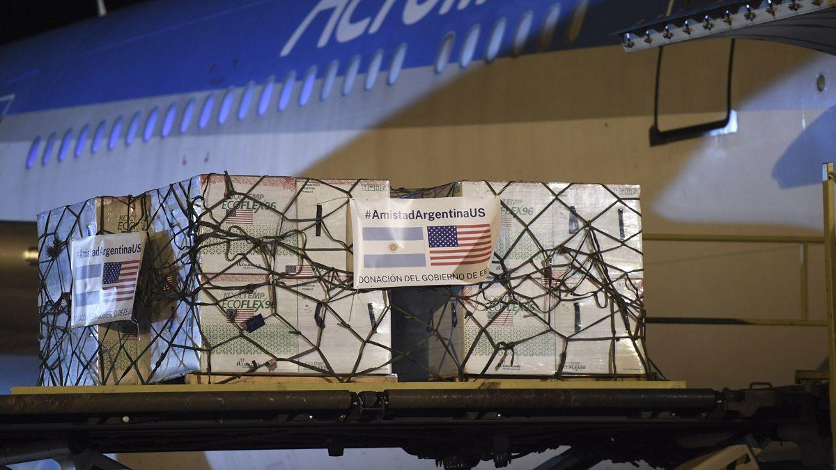 Dos aviones llegaron desde Estados Unidos con vacunas de Moderna.