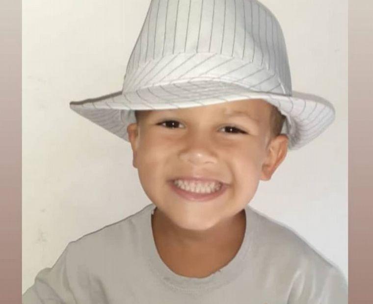 Movida solidaria: viaja a España el niño cordobés que padece un extraño cáncer