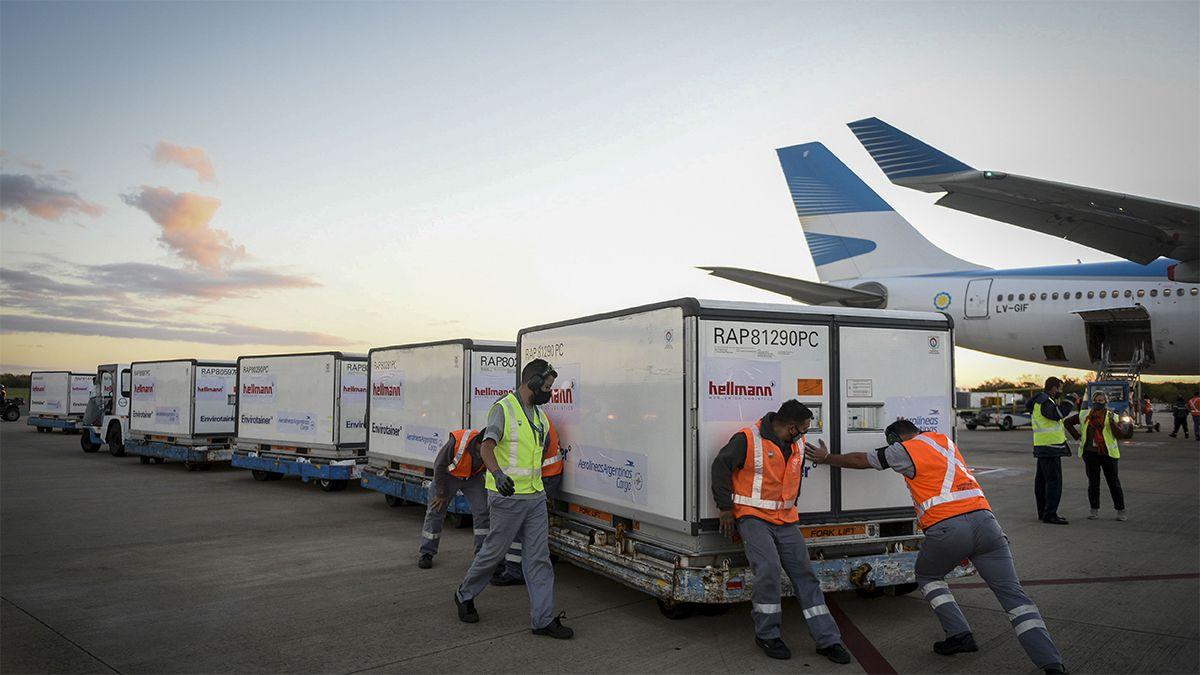 Llega al país otro vuelo con 1.736.000 Sinopharm